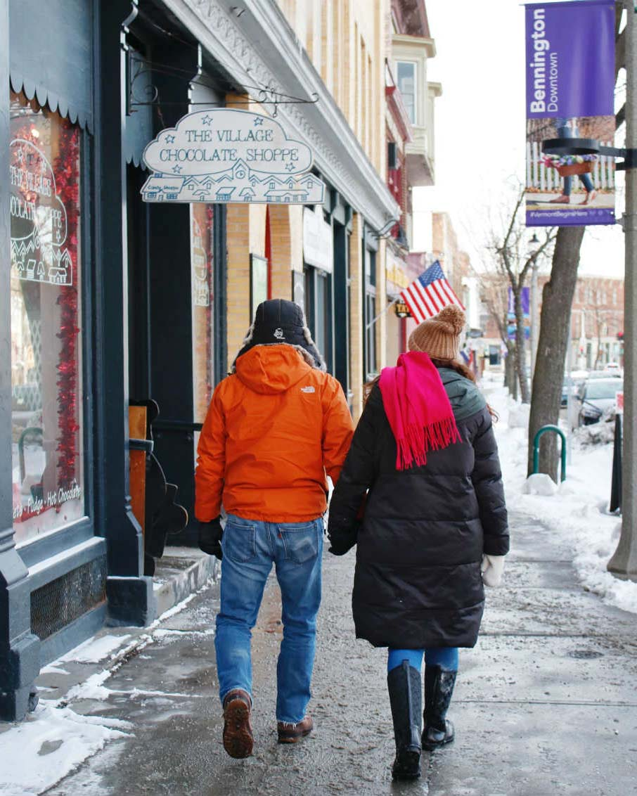 couple shopping downtown bennington vermont