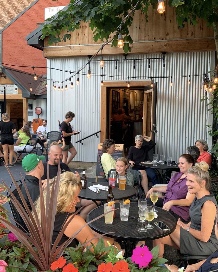 tap-house-micro-brew-bennington-vermont-restaurant-plg-906x1132