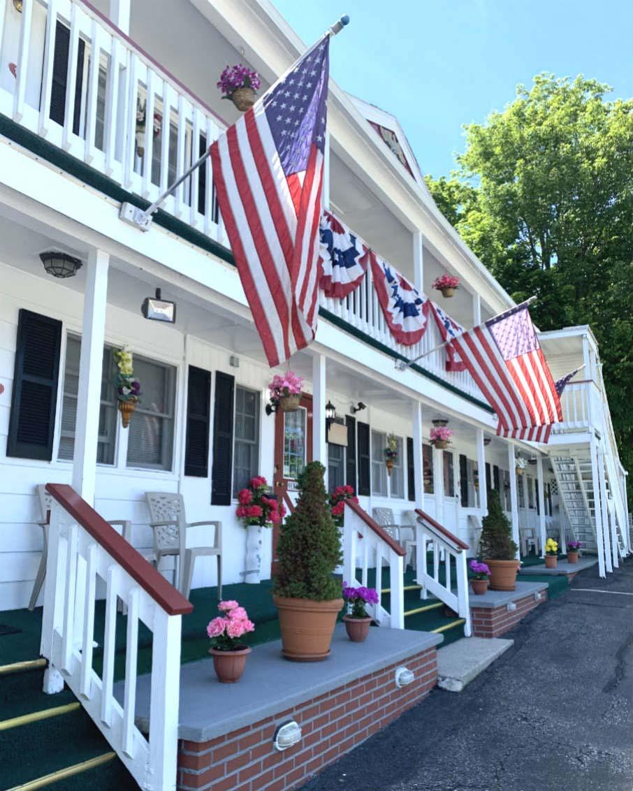 bennington motor inn vermont hotel flags flying