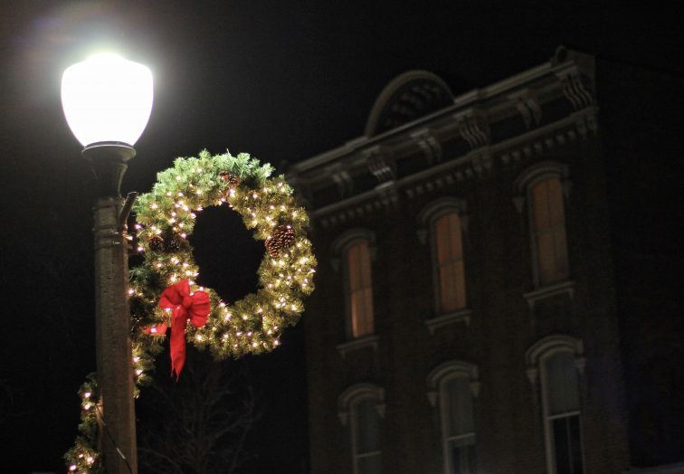 A Christmas wreath on a light pole in downtown Bennington, VT